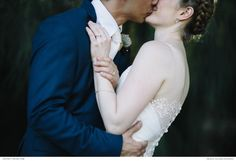 Passionate kiss. Photography: Alice Swan Photography