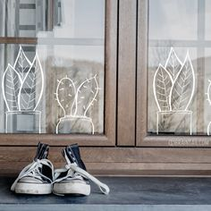 Fun plants to draw on your window for when you don't have a green thumb, but do need some plant life in your home. #windowdrawing #raamtekening