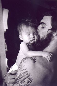 Dash Snow with his daughter Secret. Tattoos + Strong arms + Full beard = one sexy daddy Dash Snow, Foto Baby, Le Male, Bearded Men, Belle Photo, Baby Love, Baby Daddy, Baby Kiss, Love Dad