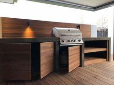 52 Best Outdoor Kitchen and Grill Ideas for Summer Backyard Barbeque Modern Outdoor Kitchen, Outdoor Kitchen Bars, Patio Kitchen, Outdoor Kitchens, Kitchen Soffit, Kitchen Walls, Kitchen Appliances, Backyard Barbeque, Outdoor Barbeque Area