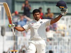 करूण की महिला फैंस के लिए खुशखबरी, जड़ा तिहरा शतक चेन्नई में खेले जा रहे भारत व इंगलैंड के बीच टेस्ट मैंच में करूण नायर ने तिहरा शतक लगाकर इतिहास रच दिया। करूण ने अपने करिअर के तीसरे ही टेस्ट में करिश्माई बल्लेबाजी करते हुए 32 चौकों व 4 छक्कों की मदद से नाबाद 303 रन बनाए।