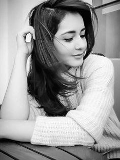 Rashi Khanna Cute Girl Poses, Girl Photo Poses, Girl Photography Poses, Girl Photos, Girl Pictures, Fashion Photography, Stylish Girl Images, Stylish Girl Pic, Most Beautiful Indian Actress