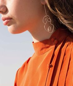 Image via @knobbly_studio of our silk rust blouse paired with their collab Nude No.2 earring with @laurie_franck