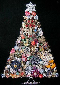 Awesome Christmas Tree made of older broached and jewelry!!! Bebe'!!! Love this idea!!!