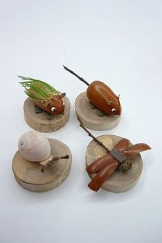 acorns and shells craft: animals Acorn Decorations, Halloween Porch Decorations, Acorn Crafts, Pine Cone Crafts, Diy Arts And Crafts, Handmade Crafts, Diy Crafts, Diy For Kids, Crafts For Kids