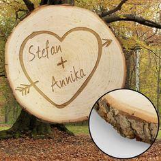Ein Geschenk für Romantiker, garantiert einzigartig. Die gravierte Baumscheibe mit Herz – der Liebesbeweis für Paare zum Valentinstag.  via: www.monsterzeug.de
