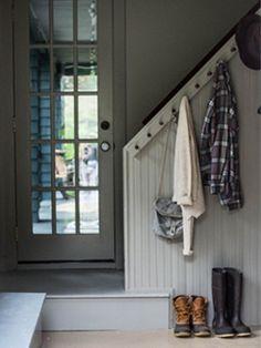 Hang knoppen of haken aan de trapwand