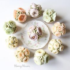 First Birthday Flower Cupcakes_  #bloomingblossoms #flowercake #buttercream #koreanbuttercream #handmade #homebaking #cake #instacake #cupcakes #flowers #flowerstagram #wedding #birthday #bridalshower #1stbirthday #gift #event #LA #LAbakingclass #LAflowercake #플라워케이크 #버터크림플라워케이크 #꽃 #꽃스타그램 #LA플라워케이크 #엘에이플라워케이크 #엘에이