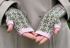 Ulla - Ohjeet - Vanamo - pattern not in english Mittens Pattern, Knit Mittens, Knitted Gloves, Knitting Socks, Fair Isle Knitting Patterns, Knitting Charts, Fingerless Mitts, Wrist Warmers, Knitting Projects