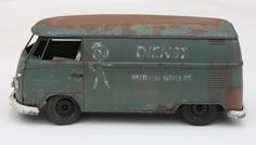 I started weathering with the wash: Front logo cut on the plotter in styrene. Painted red-brown and using sponge technique with White . Model Cars Kits, Kit Cars, Model Cars Building, Car Illustration, Teardrop Trailer, Vw Bus, Scale Models, Diecast, Weather