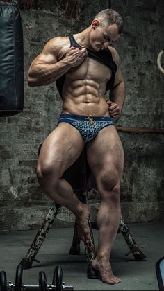 I prefer muscles on muscles. Muscle Hunks, Muscle Man, Hommes Sexy, Muscular Men, Male Physique, Male Beauty, Male Body, Slip, Hot Boys