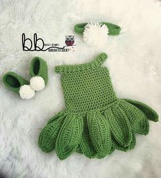 Make this sweet Tinkerbell set with Lion Brand Vanna's Choice! Perfect for Halloween, playtime, or a trip to Disneyland! (diy crafts with yarn crochet baby) Cute Crochet, Crochet For Kids, Crochet Crafts, Crochet Projects, Knit Crochet, Crotchet, Easy Crochet, Diy Crafts, Baby Patterns