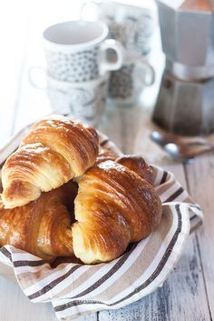 Italian croissants are the most typical pastry you can enjoy in a breakfast in a bar. Italian Pastries, French Pastries, Croissants, What To Cook, Macaroons, Italian Recipes, Food Photography, Cooking, Chow Chow