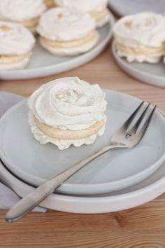 Sweet Recipes, Cake Recipes, Dessert Recipes, Pavlova Cake, Yummy Treats, Yummy Food, Homemade Sweets, Small Desserts, Czech Recipes