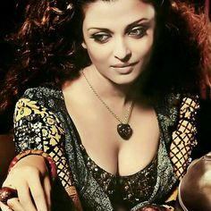 Aishwarya Rai Bachchan Latest Hot Beautiful Photos / Wallpapers (Android/iPhone) Source by Aishwarya Rai Makeup, Actress Aishwarya Rai, Aishwarya Rai Bachchan, Beautiful Bollywood Actress, Most Beautiful Indian Actress, Most Beautiful Women, Beautiful Models, Indian Celebrities, Bollywood Celebrities