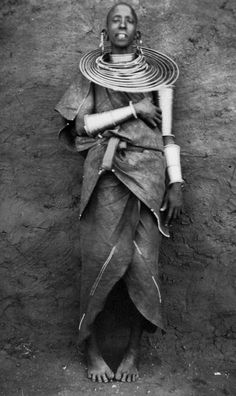 Africa | Portrait of a Maasai woman.  Tanzania; ca. 1926 - 1940 | ©Leipzig Mission; photographer Johannes Honenberger (?)