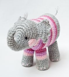 Little elephant ~ if there's a pattern for this, I can't find it on this blog; but, so cute!