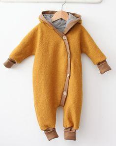 Kuschelanzug Wollwalk Curry. Beautiful soft mustard yellow light brown scandi baby coat