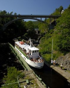 With Go Nature Trip-find the roads, boat trips, trekking paths and much more- Dalsland Canal Boat, the viaduct in Haverud - Photo Goran Assner-VIEW