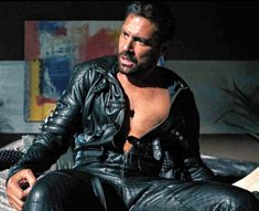 Men's Leather Jackets: How To Choose The One For You. A leather coat is a must for each guy's closet and is likewise an excellent method to express his individual design. Leather jackets never head out of styl Mens Leather Pants, Tight Leather Pants, Biker Leather, Leather Jackets, Brown Leather, Manu Bennett, Hommes Sexy, Leather Fashion, Black Men