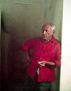 Pablo Picasso, Vallauris, France, In red shirt. Kunst Picasso, Picasso Art, Picasso Paintings, Picasso Style, Gjon Mili, Famous Artists, Great Artists, Picasso Pictures, Cubist Movement