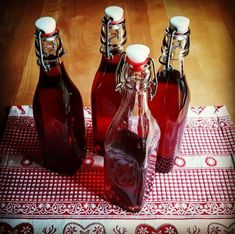 Schlehen-Likör  #Food #foodblog #foodporn #Schlehen #Likör #liquer #alcohol Gin, Hot Sauce Bottles, Coffee Maker, Kitchen Appliances, Homemade, Food, Cocktails, Drinks Alcohol Recipes, Marmalade Recipe