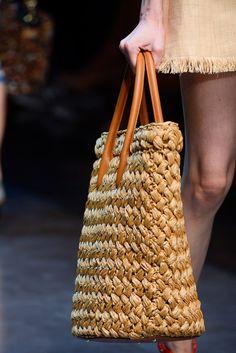 Dolce & gabbana Frühjahr 2013 ready-to-wear fashion show Dolce & Gabbana, Ethno Style, Diy Sac, Zara Bags, Boho Bags, Summer Bags, Spring Summer, Branded Bags, Knitted Bags