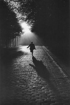 """Gorgeous - Sabine Weiss, """"Vers la lumière,"""" Paris, 1953"""
