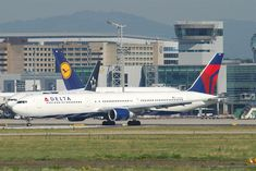 Domestic Airlines, Aircraft Photos, Air Lines, Wide Body, Business Class, Ac Power, Planes, Beast