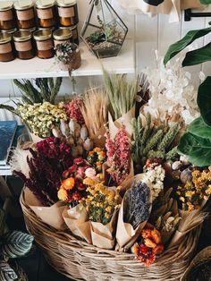 Fresh Flowers, Dried Flowers, Beautiful Flowers, Flowers In Home, Flower Bar, Flower Vases, Flower Shop Decor, Dried Flower Arrangements, Deco Floral