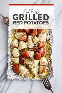These foil pack grilled red potatoes are an easy side to add to any bbq. All you… These foil pack grilled red potatoes are on easy side to add to any bbq. All you need to do is make them in olive oil, spices, and create foil pack! Grilled Red Potatoes, Small Red Potatoes, Grilled Veggies, Grilled Food, Roasted Vegetables, Foil Potatoes On Grill, Low Carb Potatoes, Red Potato Recipes
