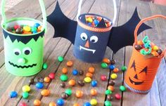 DIY Halloween candy bucket made in tin can - Diy Halloween Buckets, Sac Halloween, Bonbon Halloween, Halloween Candy, Halloween 2019, Holidays Halloween, Happy Halloween, Halloween Decorations, Decoration Party