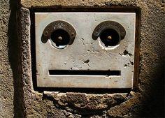 Caras no intencionales en objetos | Rincón Abstracto