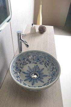 painted bathroom sink, moroccan sink, decorative sink, painted sink, farmhouse b. - Home Decor Designs Wooden Bathtub, Vintage Bathtub, Vintage Bathrooms, Chic Bathrooms, Amazing Bathrooms, Bathroom Sinks, Dream Bathrooms, Master Bathroom, Baños Shabby Chic