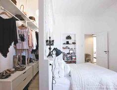 Hálóban az ágy mögött