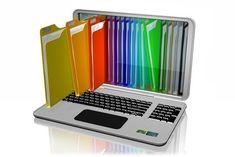 """Da̱·ten·bank Substantiv [die]EDV eine große Menge von Daten, die in einem Computer nach bestimmten Kriterien organisiert sind und komplexe Abfragen zulassen. """"in verschiedenen Datenbanken recherchieren"""""""