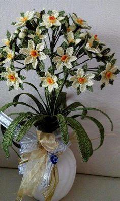 İğne Oyası Modelleri Needle Lace, Crochet Flowers, Glass Vase, Table Decorations, Plants, Crochet Edgings, Hairpin Lace, Needlepoint, Crafts