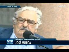 """Pepe Mujica se despide de la presidencia junto al pueblo. """"Pueblo, si tuviera dos vidas las gastaría enteras defendiendo tus luchas... No me voy: estoy llegando."""" <3"""