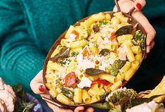 Neobvyklá trojkombinace vás mile překvapí. Těstoviny ve spojení s dýní a kapustou chutnají prostě parádně. Navíc je příprava snadná a suroviny dostupné. Tak se do toho pusťte! Hawaiian Pizza, Vegetable Pizza, Vegetables, Food, Vegetable Recipes, Eten, Veggie Food, Meals, Vegetarian Pizza