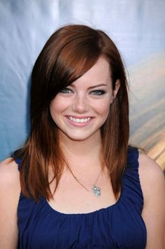 Mahagoni Haarfarbe bringt die grünen Augen besser zur Geltung Emma Stone