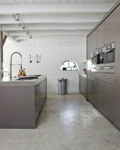 une cuisine moderne avec sol en leroy merlin beton ciré