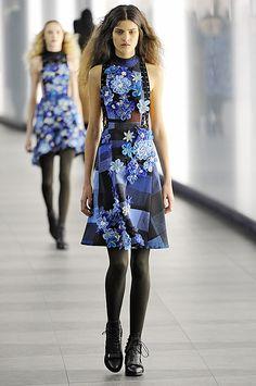 Неделя моды в Париже  показ Chanel   catwalk... by Tonia Maniati ... 429b07cce6c