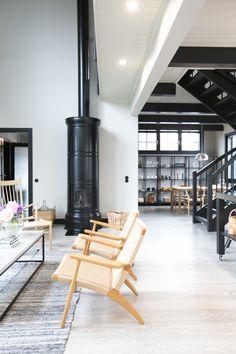 * Seuraavaksi sukelletaan Seinäjoen Asuntomessujen mielestäni kodikkaimpaan sisustukseen eli Kannustalon kohteeseen numero 24, Pohjanmaa. Talossa on yhdistetty taidokkaasti historiaa ja nykypäivää; perinteinen pohjalaistalo on saanut ylleen modernin ilmeen. * * …