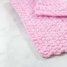 Make this beginner-friendly crochet baby blanket that uses a single stitch the single crochet! Great for beginner crocheters to crochet. Crochet Stitches For Blankets, Easy Crochet Blanket, Crochet For Beginners Blanket, Blanket Yarn, Crochet Blanket Patterns, Crochet Baby, C2c Crochet, Beginner Crochet, Single Crochet Stitch