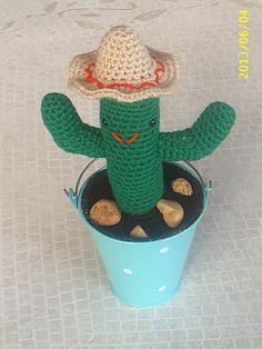 Melaucle34 offers this #crochet cactus pattern as a free Ravelry download