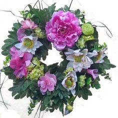Lótuszvirágos koszorú Floral Wreath, Wreaths, Home Decor, Floral Crown, Decoration Home, Door Wreaths, Room Decor, Deco Mesh Wreaths, Home Interior Design