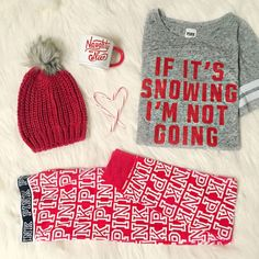 A cozy night around the fire in this cheeky holiday /vspink/ loungewear sounds like the perfect reason to stay-in. Punk Outfits, Fall Outfits, Look Casual, Casual Chic, Christmas Fashion, Christmas Outfits, Christmas Pajamas, Christmas Clothes, Mode Style