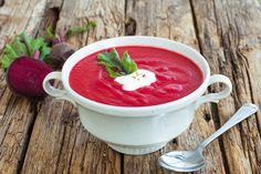 This delicious soup is incredibly simple to whip up, and makes a show-stopping start at any meal. Veggie Recipes, Wine Recipes, Soup Recipes, Cooking Recipes, Healthy Recipes, Gazpacho, Love Eat, I Love Food, Beetroot Soup