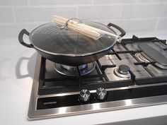 Cast iron wok by cheshirkgd, via Flickr