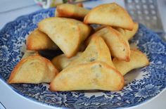 Lebanese spinach pies: fatayar. Little triangles of love!